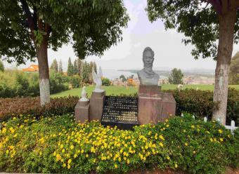 名人雕塑-李公朴
